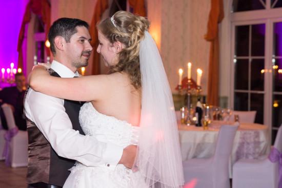 Daniela Andreas Hochzeit hochzeitstanz Wedding Tanz Brautpaar Thüle Schlossterrasse Hochzeitsfotograf Fotograf - Diana Jill Fotografie