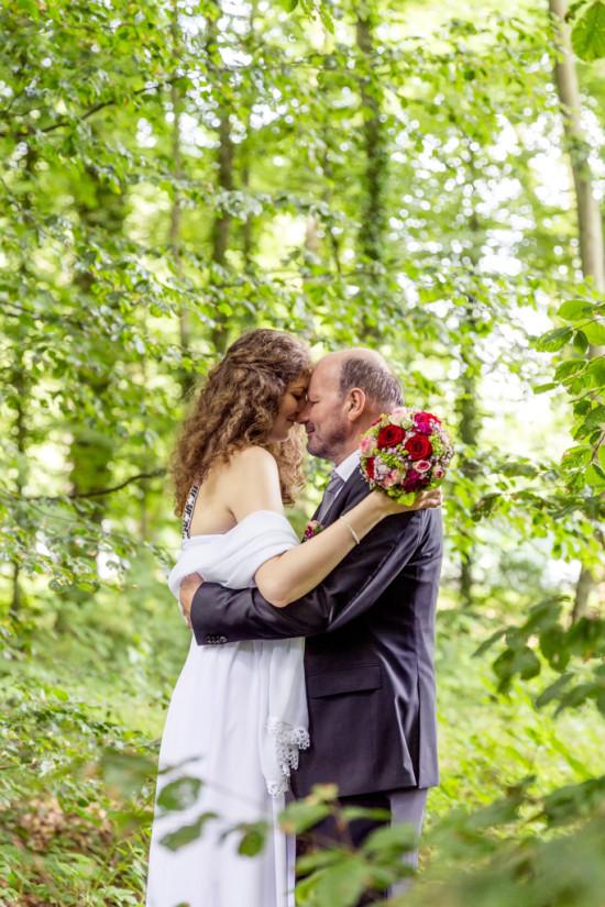 Iva Berthold Hochzeit Wald Rosen Liebe Portrait Hochzeitsfotograf Fotograf - Diana Jill Fotografie Paderborn