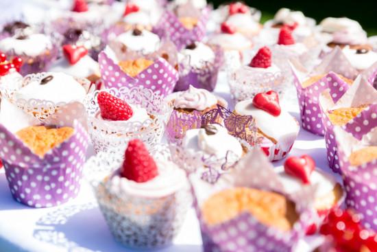 Juliane Tristan Cupcakes Muffins Teaparty Vintage Hochzeit Hochzeitsfotograf Bückeburg - Diana Jill Fotografie