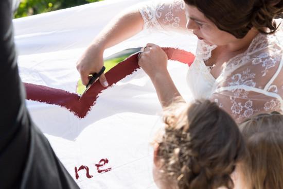Juliane Tristan Reportage Hochzeit Herz schneiden Fotograf Schloss Bückeburg - Diana Jill Fotografiie
