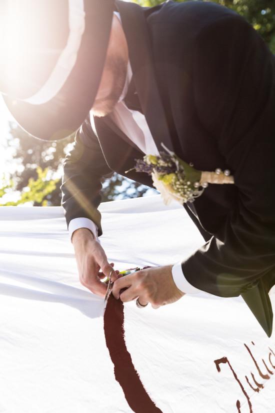 Juliane Tristan Reportage Hochzeit Herz schneiden Sonne Sonnenstrahl Fotograf Schloss Bückeburg - Diana Jill Fotografiie
