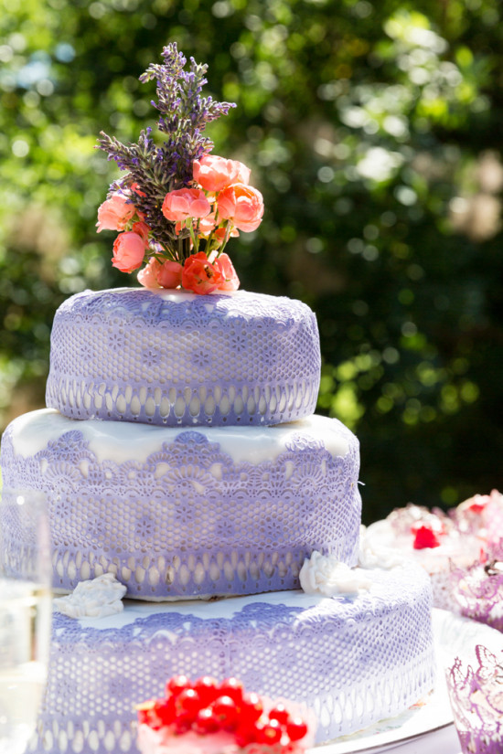 Juliane Tristan Reportage Hochzeit Hochzeitstorte Teeparty Teaparty Garten Vintage 20er Fotograf Schloss Bückeburg - Diana Jill Fotografiie