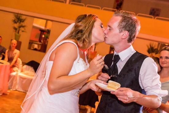 Michelle Dusty Hochzeit Hochzeitstorte Tortenanschnitt Torte Kuss Party Stüwe Feier Fotograf Hochzeitsfotograf Gütersloh - Diana Jill Fotografie