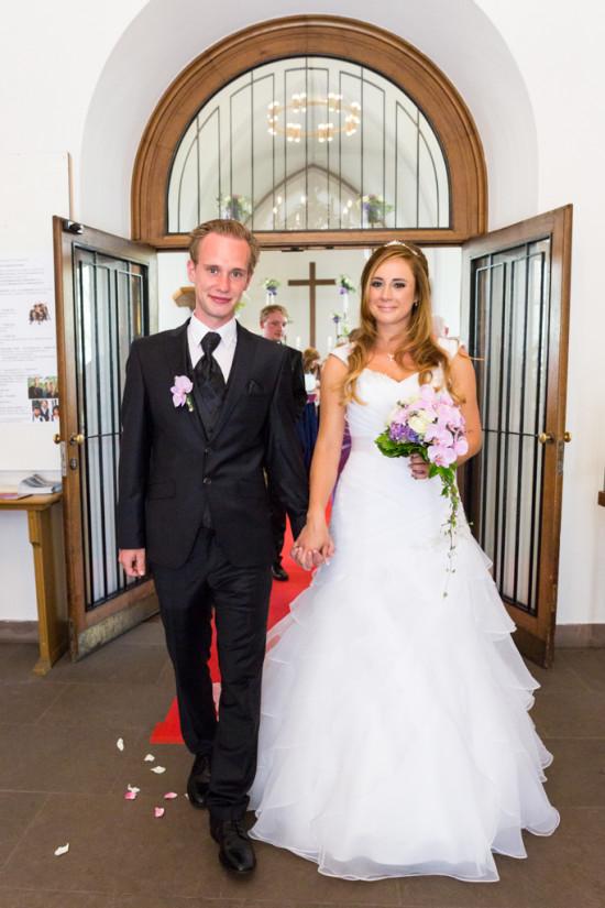 Michelle Dusty Hochzeit Kirche Auszug Trauung Portal Fotograf Hochzeitsfotografin Gütersloh Paderborn - Diana Jill Fotografie