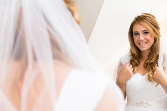 Michelle Dusty Hochzeit Vorbereitung Getting Ready Brautkleid Hochzeitskleid Braut Spiegel Portrait Fotografin Hochzeitsfotografin Harsewinkel - Diana Jill Fotografie