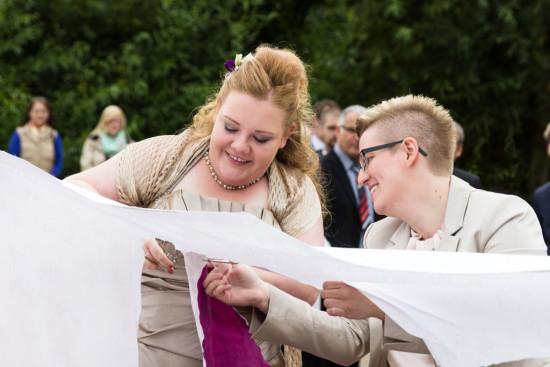 Ramona Mandy Hochzeitsreportage Hochzeit Reportage Wedding Herz schneiden - Diana Jill Fotografie Fotograf Paderborn Rheder