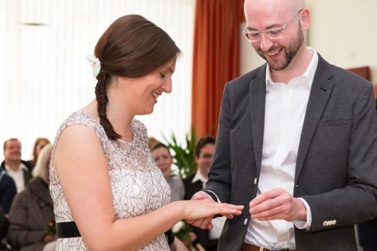 Sabrina René Hochzeit Trauung Ringtausch Ringe Gütersloh Hochzeitsfotograf Fotograf - Diana Jill Fotografie