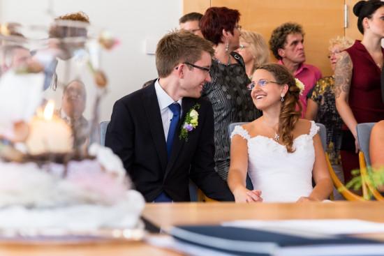 Vanessa Christoph Glück Freude Lachen Trauung Standesamt Paderborn Hochzeit Hochzeitsfotograf - Diana Jill Fotografie