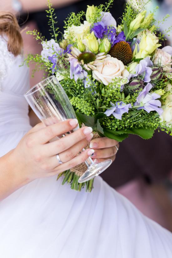 Vanessa Christoph Ring Strauß Brautstrauß Sektempfang Standesamt Paderborn Hochzeit Hochzeitsfotograf - Diana Jill Fotografie