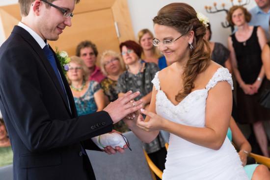 Vanessa Christoph Ringe Ringtausch Trauung Standesamt Paderborn Hochzeit Hochzeitsfotograf - Diana Jill Fotografie