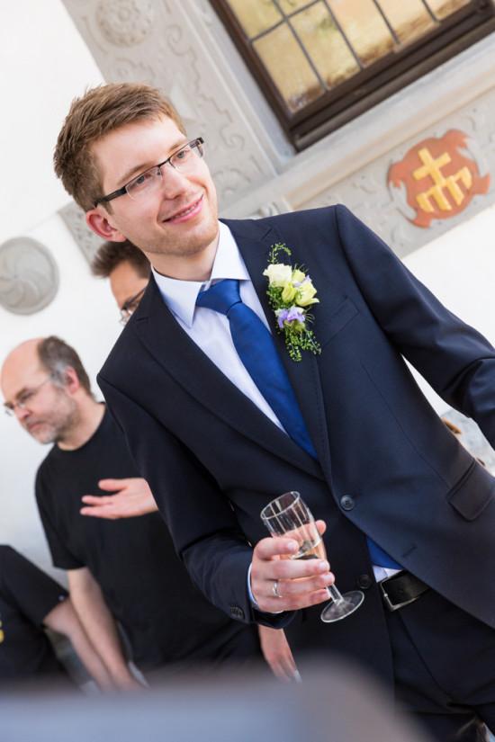 Vanessa Christoph Sektempfang Bräutigam Standesamt Paderborn Hochzeit Hochzeitsfotograf - Diana Jill Fotografie