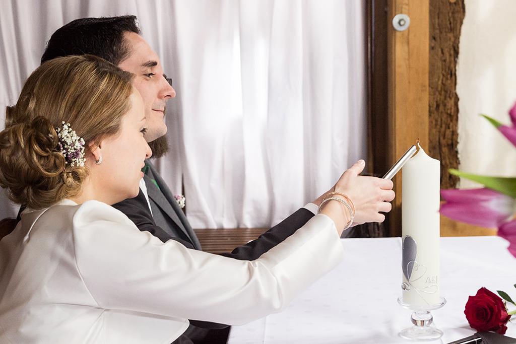 Hochzeit Irina und Andreas Hochzeitskerze Trauung Wedding - Diana Jill Fotografie Fotograf Paderborn Salzkotten