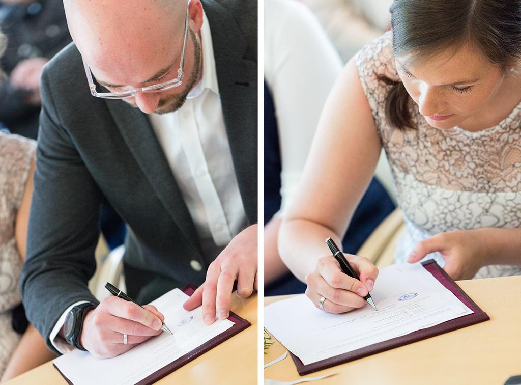 Hochzeit Standesamt Unterschrift Hochzeitsfotograf Fotograf Gütersloh Paderborn - Diana Jill Fotografie