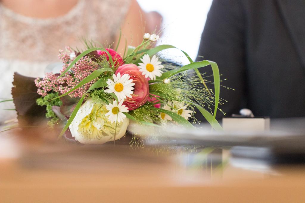 Standesamtliche Trauung Standesamt Blumen Hochzeit Gütersloh Hochzeitsfotograf Paderborn - Diana Jill Fotografie