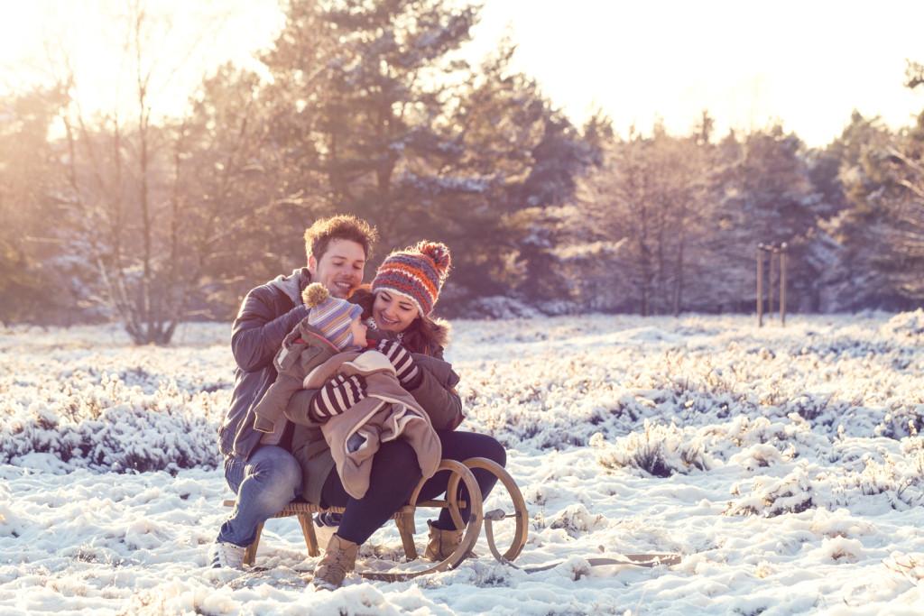 Familienshooting Schneeshooting Schlitten Schnee Paarshooting Paar Shooting Fotograf Hochzeit Hochzeitsfotograf Fotograf Kreis Paderborn Hövelhof