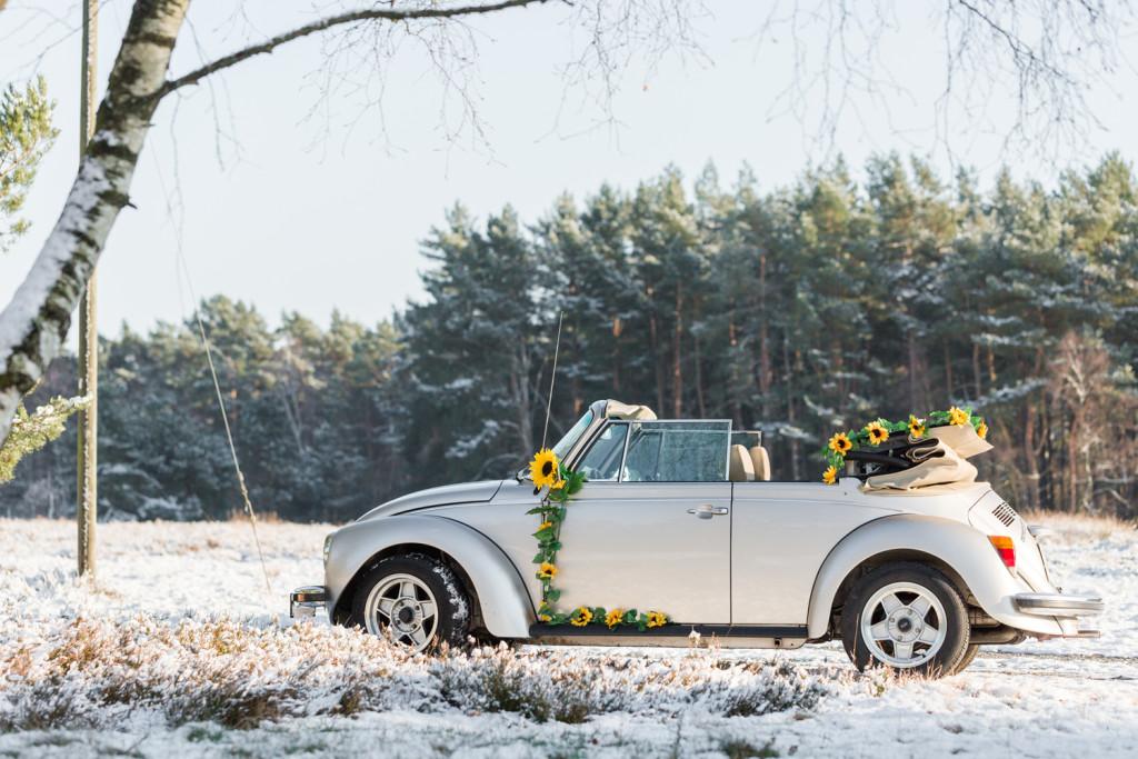 Verlobungsshooting Schneeshooting VW Käfer Paarshooting Paar Shooting Fotograf Hochzeit Hochzeitsfotograf Kreis Paderborn Hövelhof